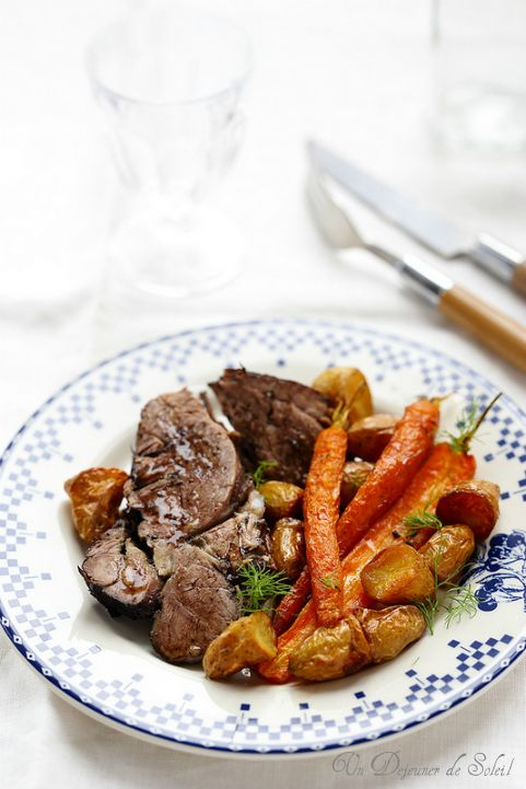 Spécialité de Pâques au Restaurant Le Saint-Hubert de Briare : Gigot d'agneau de sept heures. Slow baked lamb ©Edda Onorato