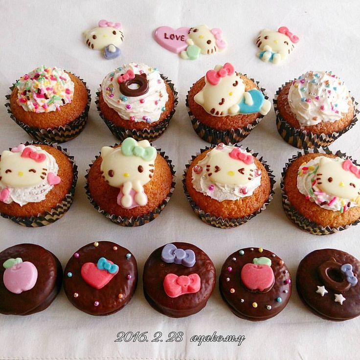 * キティちゃんチョコのカップケーキ完成~! * 娘と一緒に作ったよ♪ * #アザラン や#チョコスプレー が大好きな娘。  ここぞとばかりにぶっかけてた 笑っ * ちなみにカップも #100均 で(*^^*) * ついでにうちにあった#プチチョコパイ にもトッピングしてみたよ~(^.^) * * * #キティちゃん #ハローキティ  #キティ #サンリオ #カップケーキ #キャラ弁 #kitty #hellokitty #sanrio #cupcake #characterfood #cutefood  #foodpics #kawaii #kawaiifood #foodart  #charaben #kyaraben #instafood  #homemade #手作り #チョコパイ #だから一匹足取れてるって!