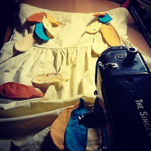 @malicescraftland & @rukolaonfire #combo on #instagram #collaborazioni #dress #costumescenico #costumediscena #vestito #craft #handmade #upcycling #recycled #fattoamanoconamore #riciclocreativo #stagecostume #handmadewithlove #giallo #amarillo #yellow #birdwoman #staytuned #comingsoon #realtime #piume #piuma #uccello #fenice #creativenight #creativefire #feather #feathers #bird #phoenix