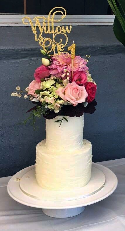 For Willow's 1st birthday I made a chocolate mudcake with chocolate ganache and covered in white chocolate buttercream in a rustic finish. The gorgeous bouquet of flowers was created by Jodie and her team at Flower bowl. — with Flower bowl.