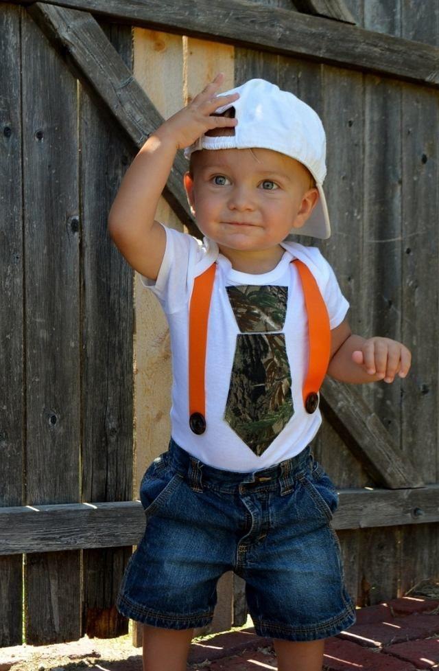 vetements-bebe-garcon-jeans-grenouillère-banche-cravate-vert-militaire-bretelles