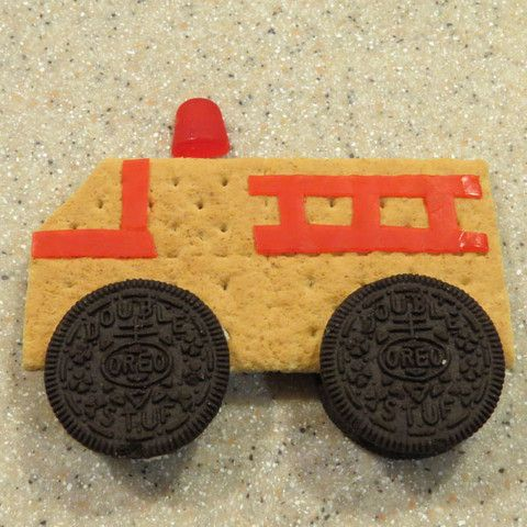 Here's a recipe for edible Fire Trucks from #mypretendplace #pretendplay