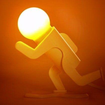 Bir yere koşuyormuş izlenimi veren bu lamba ile, sevdiklerinizi çok şaşırtacak bir doğum günü hediyesine imza atacaksınız.   http://www.buldumbuldum.com/hediye/kosan_adam_gece_lambasi/