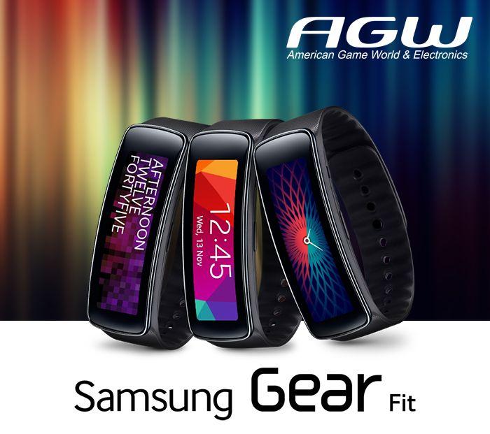 Este reloj de preparación física Samsung Gear Fit  mide su ritmo cardíaco, las calorías quemadas, la distancia recorrida, los pasos dados y la velocidad, y cuenta con una interfaz Bluetooth 4.0 + LE que le permite sincronizar resultados con su teléfono o tableta Samsung compatible.