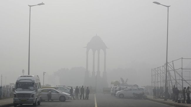 INDIA EXCEEDING CHINA WITH HEAVY POLLUTION; DELHI IS 1 AND HALF TIME POLLUTED THAN BEIJING  The CPCB (Central Pollution Control Board) has been recently conducted the NAQI (National Air Quality Index), which has revealed that the 15 out of 17 cities in India have been failed in controlling the air pollution levels.