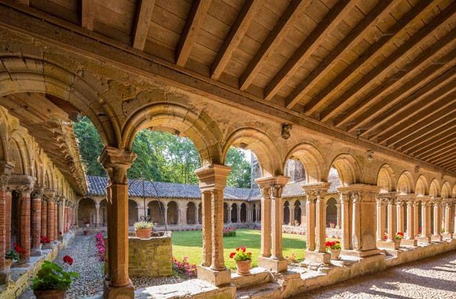 El calaustro de la abadía de de Saint-Papoul, en la región francesa de Languedoc-Roussillon