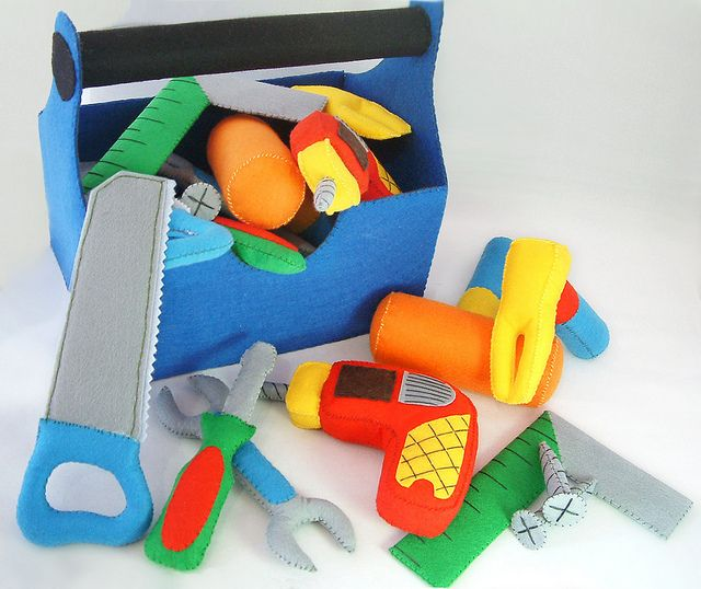 Felt Tool box - this would be a great present for a little boy! Christmas maybe?