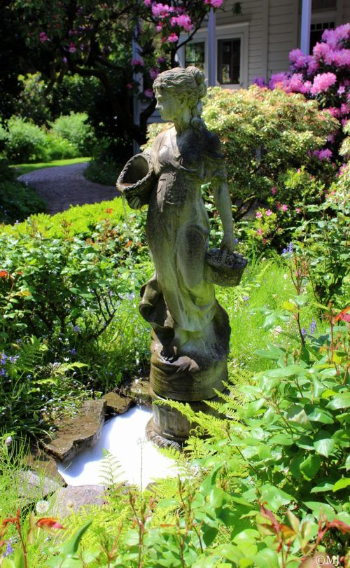 Stsatuette For Outdoor Ponds: A Trip To The Hulda Klager Lilac Gardens