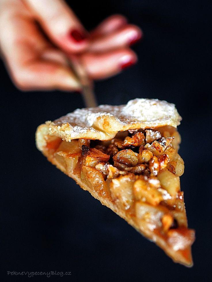 Rustikální jablečný koláč - Rustic apple pie www.peknevypecenyblog.cz