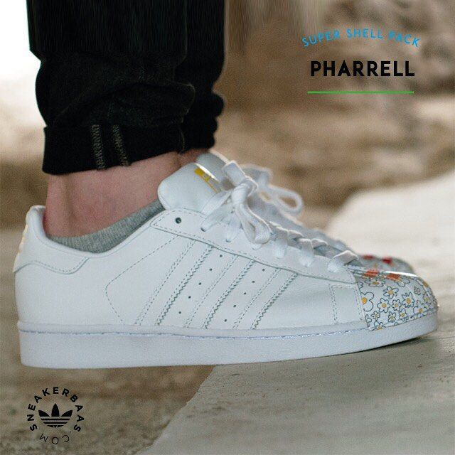 #adidas #originals #superstar #supershell #sneakerbaas #baasbovenbaas  Adidas Superstar Supershell - Working with his favorite artists, Pharrell creates a unique, energized look by placing art on the iconic shoe's shell toe. The creative artists that worked on this huge pack release are Todd James, Zaha Hadid, Mr. and Pharrell Williams.  Now online available | Priced at 99,99 EU | Wmns Sizes 36 - 42.5 EU | Men Sizes 39 - 47 EU