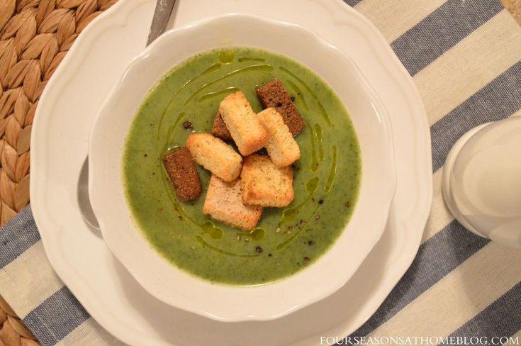 Supă cremă de praz, broccoli și spanac cu crutoane de casă.
