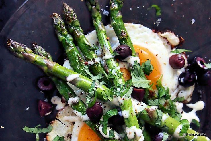 Ex-tempore parsalautanen   Tempaisin juuri jääkaapin jämistä ihan parasta pikaruokaa! Annoksen päätähtenä loistavat pari paistettua kananmunaa ja viime viikon Soppa&Salaatti -kokkailuista jääkaappiin unohtuneet tankopars…