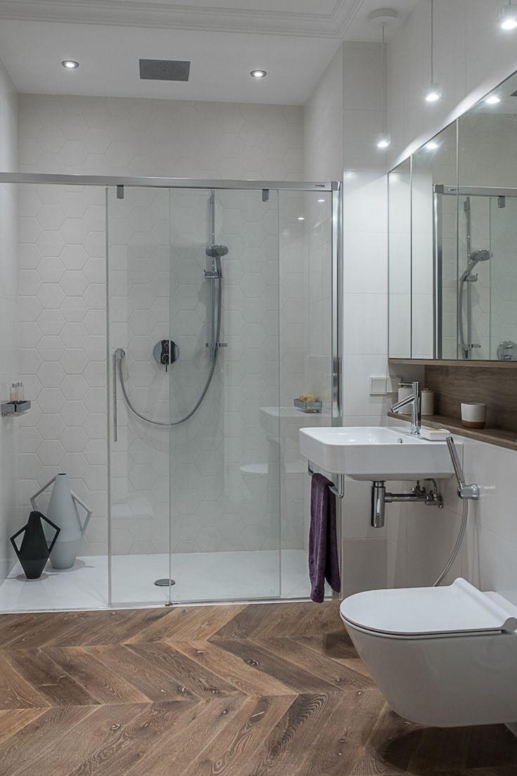 Łazienka z drewnianą podłogą  #bathroom #wood #floor #ceramics #3d #interiors #tryc #JacekTryc #mirror #mebla #pieknalazienka #aranzacja #projektowanie #warszawa #shower #prysznic  #umywalka #bateria  Łazienka   tryc.pl