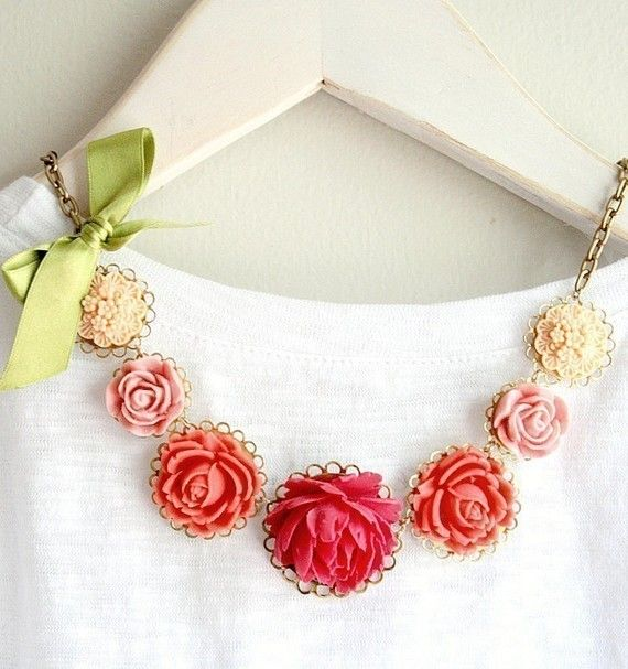 cute: Pink Flowers, Statement Necklaces, Pretty Things, Happy Colors, Flowers Necklaces, Pink Rose, Floral Necklaces, Vintage Flowers, Style Fashion