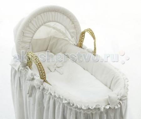 Fiorellino Корзина плетёная с капюшоном Premium Baby  — 13200р.   Колыбель Fiorellino Корзина плетёная с капюшоном Premium Baby – красивый стильный текстиль для детской комнаты, который с первых дней жизни позволит малышу почувствовать свою важность и исключительность.   Классические белый или бежевый цвета, лаконичный дизайн, натуральные мягкие ткани окружат малыша трогательным теплом. Комплекты и аксессуары декорированы тончайшим кружевом с изысканным узором – торжественно и элегантно…