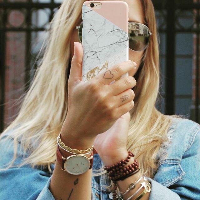 """✖MARY & SON JONC ARIA✖ Je vous invite à lire son dernier article sur les 10 choses qui l'agace sur les réseaux 😂 Perso je suis 100% d'accord raz le bol des """"je te suis, je ne te suis plus"""" 😞 Merci @__maryb__ 😘 . . . #giselb #jonc #maryb #marble #design #frenchdesigner #fashionaccessories #fashionblogger #blog #followus #bangle #marble"""