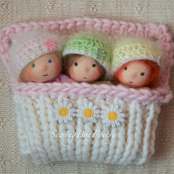.. .een beetje dromen wereld voor kleine fee Mamas... Tiny little fairy babys (4 tall elke) in zachte pastel kleuren (roze, licht groen en zacht geel) met warme angora hoeden en een gezellige slaapzak. Niet geschikt voor zeer kleine kinderen
