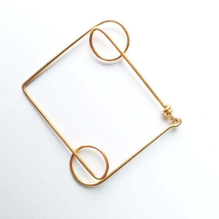 Rolling Line-unique geometrical bracelet in gilt brass- door LauraEssayie op Etsy https://www.etsy.com/nl/listing/226049806/rolling-line-unique-geometrical-bracelet