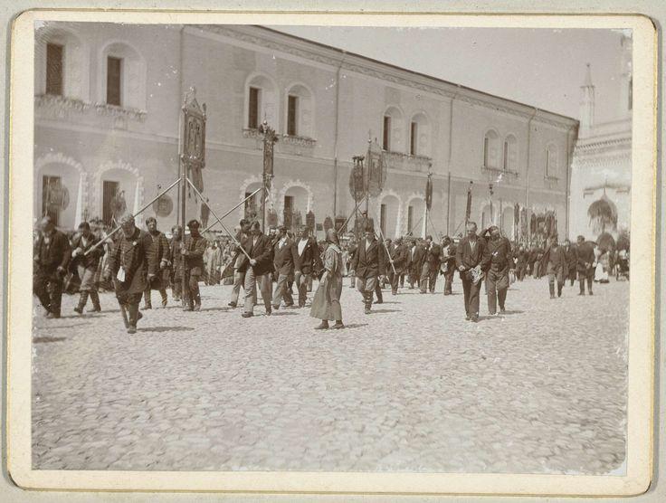 Henry Pauw van Wieldrecht | Processie met religieuze afbeeldingen op het Kremlin, Henry Pauw van Wieldrecht, 1898 |