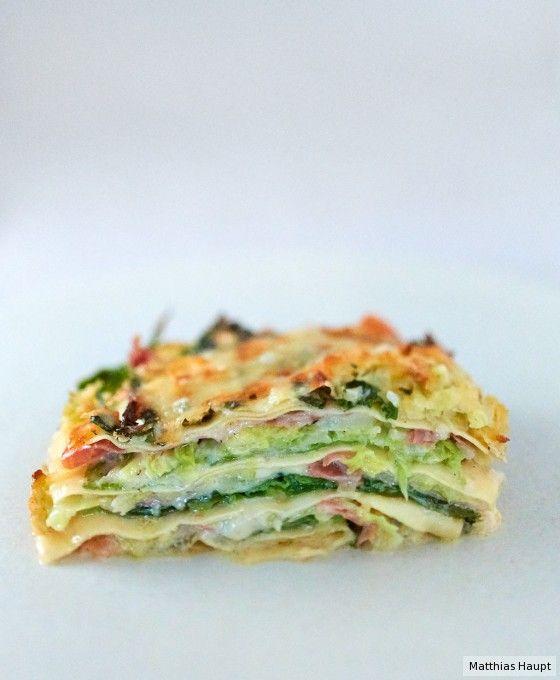 Veganisieren mit Räuchertofu, Bechamel, Hefeflocken, Hafercuisine: Wirsing-Lasagne