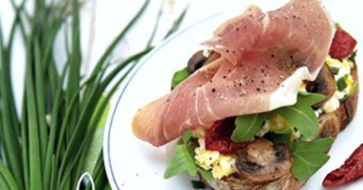 Røræg med hytteost til frokosten... Det er nemt, lækkert og mættende - smager dejligt både med og uden parmaskinke.