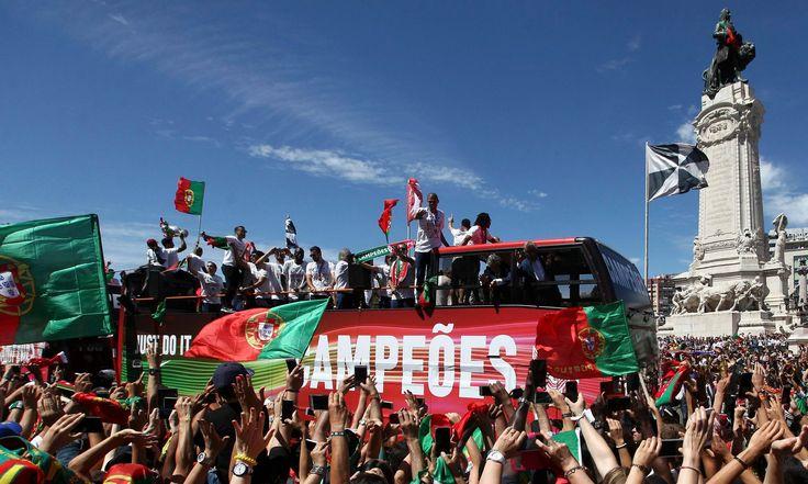 Portugal feiert seine EM-Helden !!! Lange hat es gedauert, nun ist der erste EM-Titel der Geschichte von Portugal perfekt !!