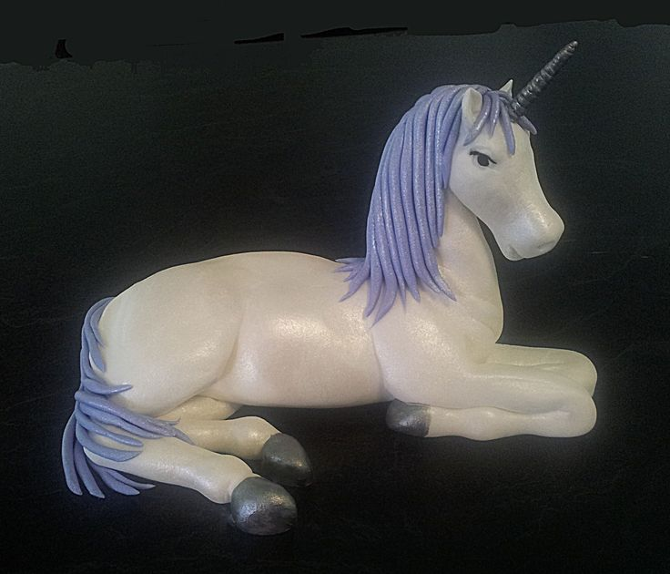 After watching the Artisan Cake Company video on how to make a unicorn, I decided to have a go. I am very happy with my effort.
