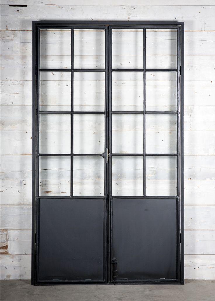 ijzeren deuren en ramen  steel-frame doors en windows    bij Jan van IJken Oude Bouwmaterialen  www.oudebouwmaterialen.nl