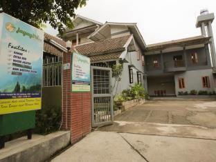 Promo Jayagiri Guesthouse  Jayagiri Guesthouse adalah Hotel bintang 2 yang terletak di Jalan Jayagiri 54, Bandung, West Java, Indonesia.  Bermalamlah di Jayagiri Guesthouse untuk menemukan keajaiban dari Bandung. Baik pebisnis maupun wisatawan, keduanya dapat menikmati fasilitas dan layanan hotel. Manfaatkan Wi-Fi gratis... Kunjungi: https://wp.me/p1XKm2-2fK untuk info lebih lanjut #Bandung, #Indonesia, #JayagiriGuesthouse, #WestJava