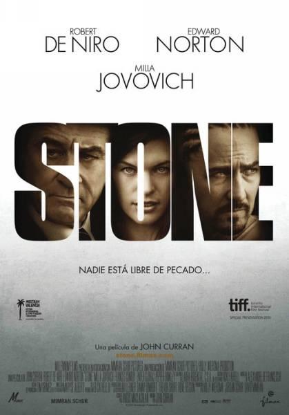 """http://mezquita.uco.es/record=b1566816~S6*spi """"Stone"""" Jack Mabry (Robert De Niro), un oficial de libertad condicional, entabla amistad con Gerald Creeson (Edward Norton), un pirómano que intenta desesperadamente salir de prisión. Además, su mujer (Milla Jovovich) intentará manipular al oficial para conseguir la libertad de su marido."""
