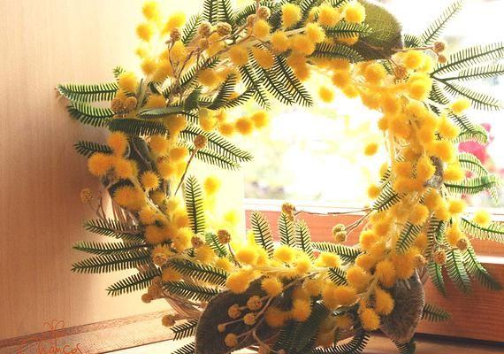 Chances | ツキイチリース  まだまだ寒い時期だけど・・・ 春にフワフワの黄色い花を付けるミモザのリースで 一足先に春の気分を♪