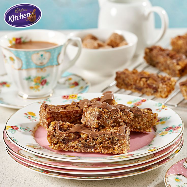 This Crispy Date & Choc Chip Slice is perfect for sharing and pairs perfectly with a fresh cup of tea. It looks so good nobody will know how easy it is to make!  #CADBURY #chocolate #dessert #baking #recipes #bakingrecipe #dessertideas