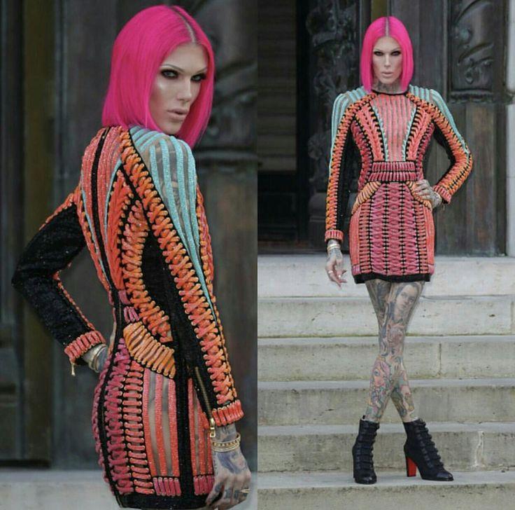 Paris fashion by Jeffree Star. J'ai  vraiment besoin d'aide homme ou femme, je dirai femme ...