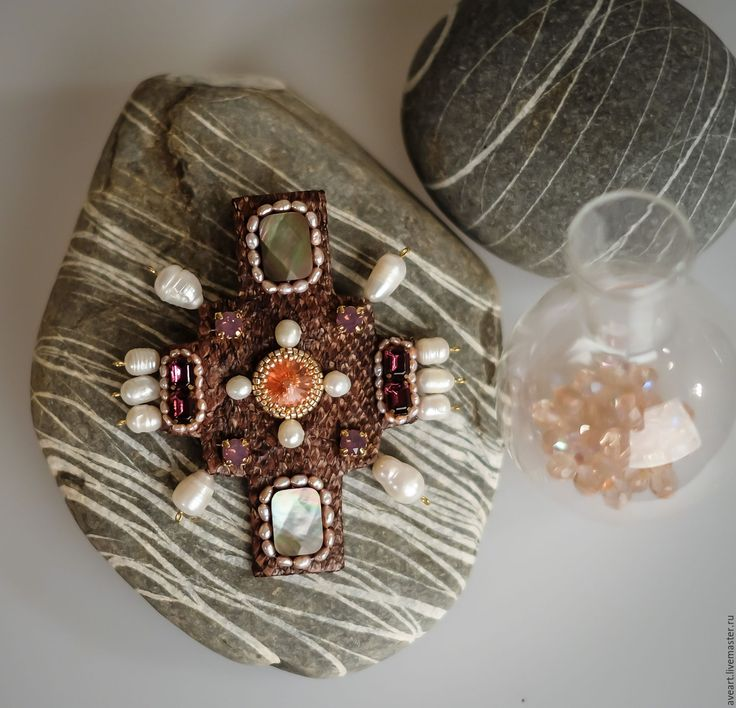 Bizantine Cross. Embroidered on samo-skin with pearls and crystalls.