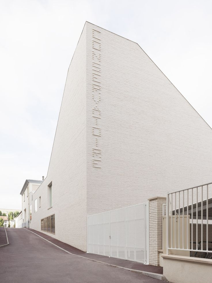 white brick extension to dance & music school, by Joly Loiret
