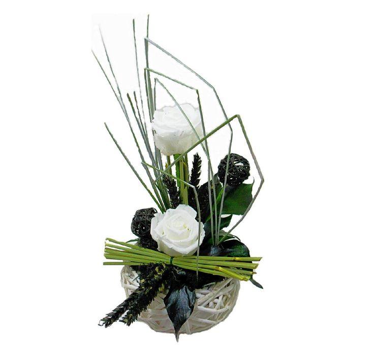 Fille ou garçon, le blanc est idéal ! Composition de roses blanches naturelles stabilisées. hemarose.com/home/7-composition-blanche.html