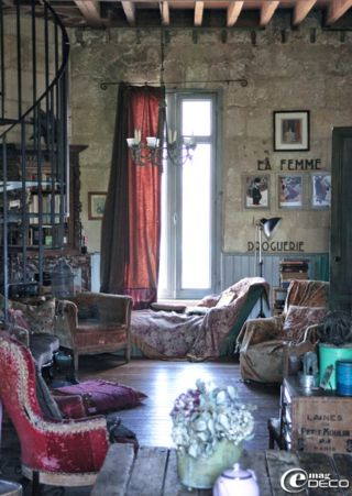 Now this is truly a whimsical home! The owner and artist Claire's enchanting world is a beautiful 1897 townhouse in the centre of Bordeaux which she shares with husband Philippe and son Philémon.  Click to see more of her fairytale abode!  Blog is in French but the images speak more than words ever could.
