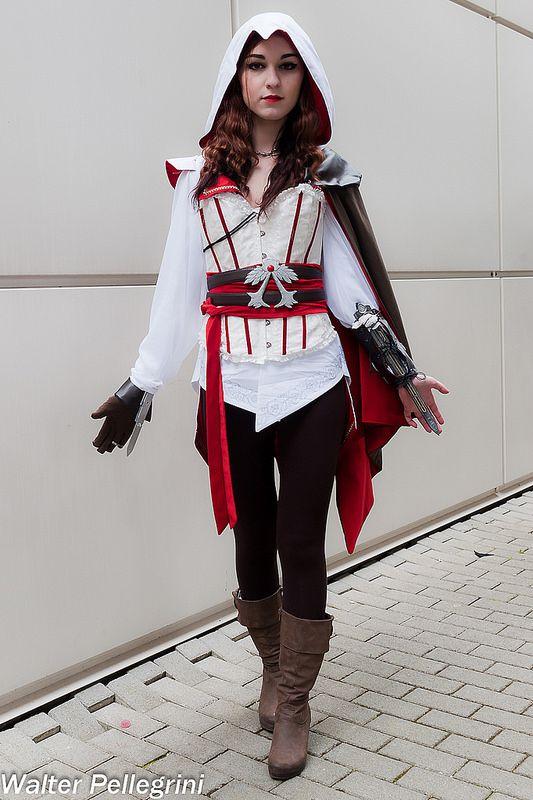 Female Ezio Auditore da Firenze (Assassin's Creed) Spring Romics 2014 #Rule63