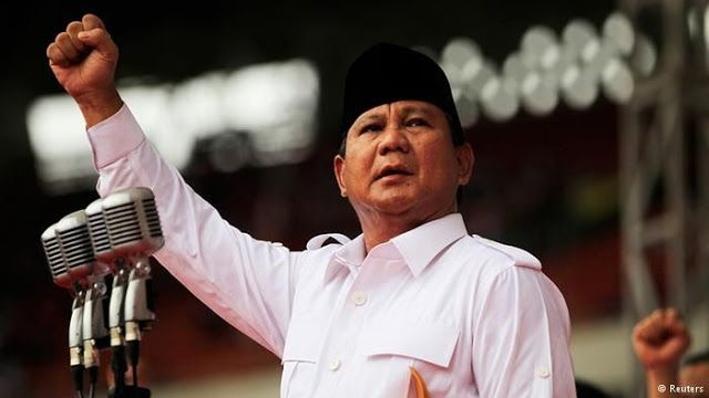 "Prabowo Subianto: Kalau Ada Yang Ditangkap Akan Muncul Tokoh-Tokoh Lainnya  Nusantarasatu.net -Ketua Umum Gerindra Prabowo Subianto menegaskan dirinya tidak akan pernah memimpin aksi makar. ""Nanti saya pimpin joget. Prabowo tidak akan pimpin makar"" tegas Prabowo di kantor DPP Partai Gerindra Jakarta Sabtu (1/4) Mantan Danjen Kopasus itu pun meminta kepada buruh yang hadir untuk mendukung pasangan Anies-Sandi agar tidak terlibat aksi makar. Pasalnya Prabowo mengingatkan memakzulkan kekuasaan…"