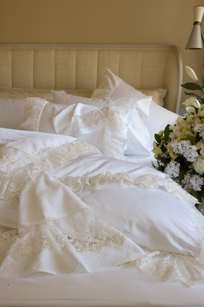 Dreamy whites collection. Ninnette model. 4 pillows. can be everysize. Best for just married's:) www.dantell.com