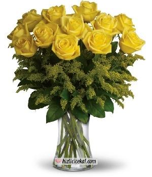 Sarı Gül Vazosu 12'li  Hızlı Çiçek Al ile sevdiklerinize aynı gün teslimat seçeneği ile cam vazo içinde 12 adet sarı güller sipariş edin.  84,00 tl + kdv  http://www.hizlicicekal.com/cicekler/cicekciler/cicek/66/sari-gul-vazosu-12--li/