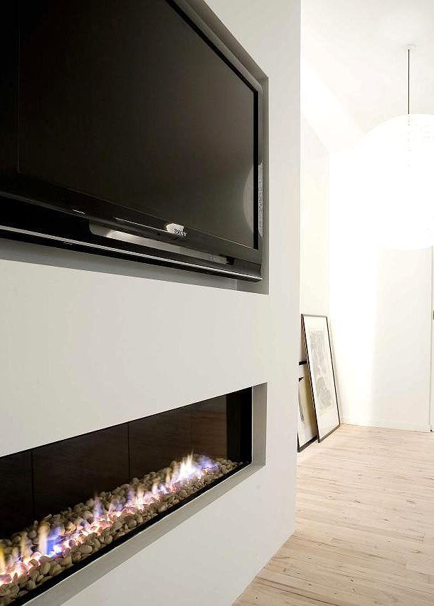 Nice way how the tv is hung in/on/at the wall
