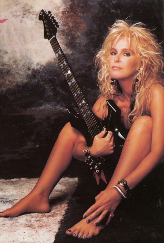 The Queen Of Heavy Metal 30 Portrait Photos Of A Young Lita Ford In The 1980s And 1990s Lita Ford Female Guitarist Women In Music