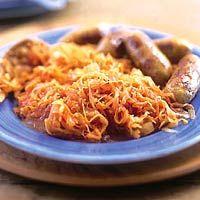 Recept - Zuurkool op z'n Hongaars - Allerhande. Voor goulash nog even crème fraiche toevoegen voor het opdienen, en dan serveren bij puree.