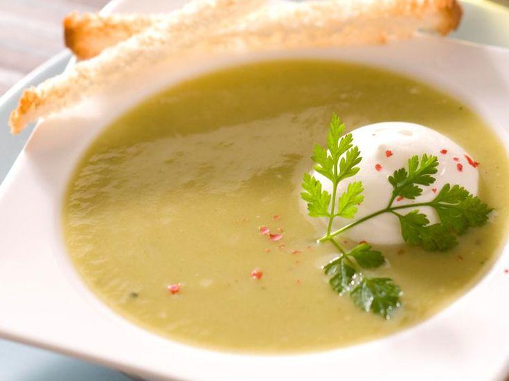 Découvrez la recette Velouté de brocoli sur cuisineactuelle.fr.
