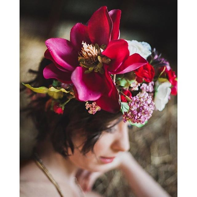 Amazing floral crown photo by Veronica Sparrow Photography edited with #mastinlabs #portra400 film emulation preset.