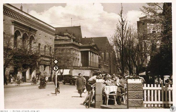Ulica Świdnicka, ruch uliczny i ogródek dawnej restauracji Schweidnitzer Torwache. Galeria Na Odwachu...kawka, lody...Lata 1939-1943