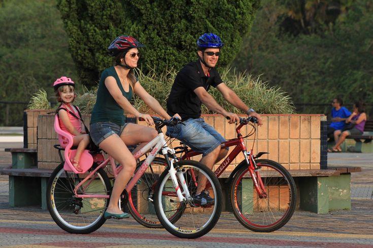 #bicicleta #bike #cadeirinha #cadeirinhaparabicicleta #industriabrasileira #crianças #infantil #aro26 #aro27 #aro29 #mãe #pai #filha #familia #diversão #parque #capacete #segurança #cuidado   Veja mais em www.kalf.com.br