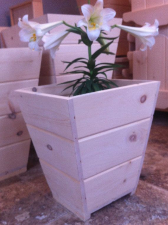 Small Handmade Flower Planter Made in Pine by CanadianWoodenCrafts