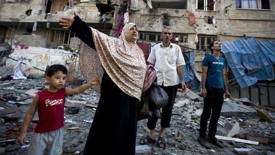 """L'offensiva dell'esercito di Gerusalemme, """"Protective Edge"""", contro obiettivi della Striscia, ha fatto salire il bilancio delle vittime ad almeno 81."""